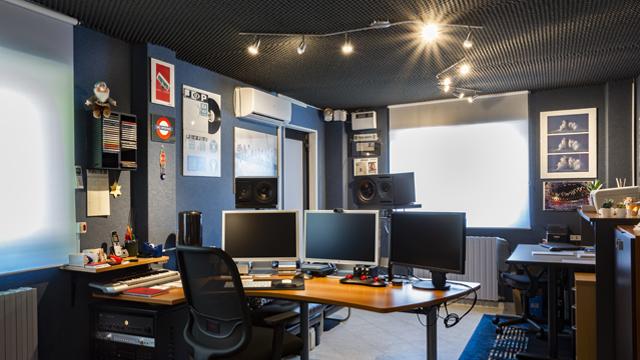 Stazione di editing video 4k agenzia di comunicazione video Soundless Studio.