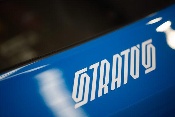 Fotografia dettaglio logo New Stratos 1, produzione servizi fotografici di Soundless Studio.